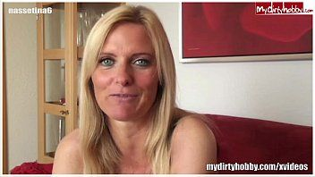 Hawt german milf gives a great oral-service