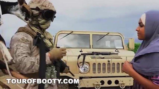 A洞之旅-拉格塔格士兵通过东部东部干他们的路