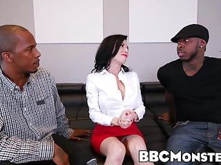 Squirting milf veronica avluv takes care of 2 african rods