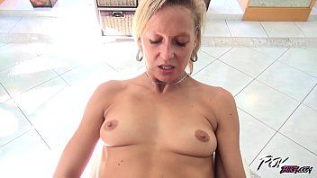 Povbitch excited milf blond engulf shlong until cum in her face hole and gulp
