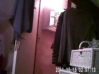 隐藏的网络摄像头最后在浴室把我的妈妈赤裸了