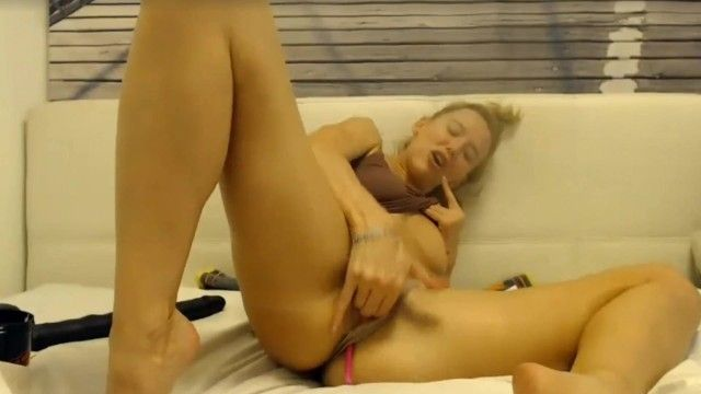 Fitness milf admirable feet squirts in her own face hole