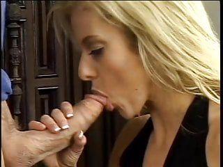 Sexy oral pleasure by seductive hottie