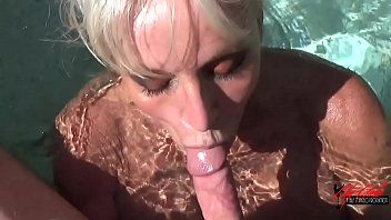 Pov sexy Wanne Blowjob von Sally Dangelo