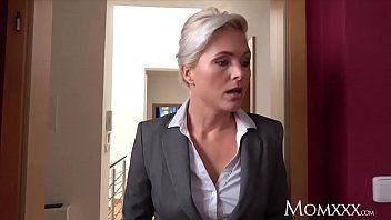 Mommy estate agent milf wakes and copulates slutty student