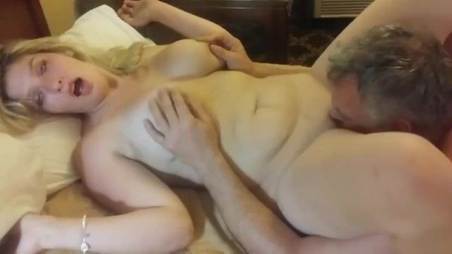 Older milf having a real agonorgasmos thanks to her neighbour